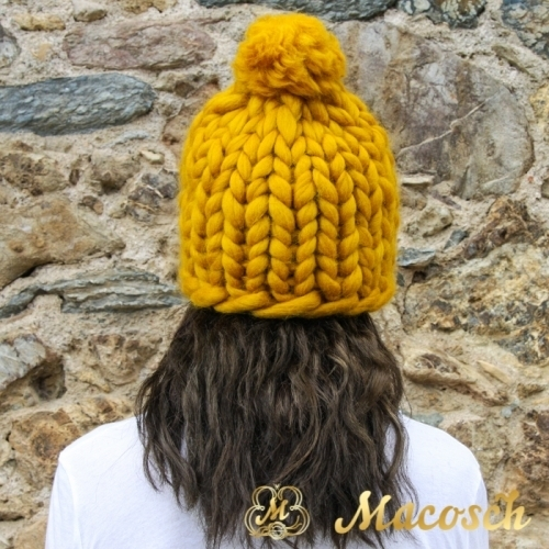 Pom pom beanie hat - big knit yarn 100% merino wool