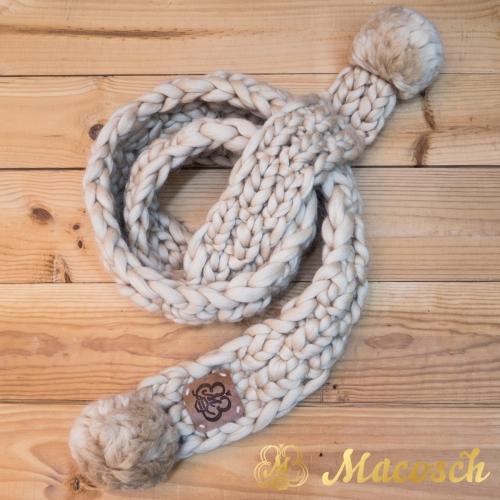 Bufanda de punto grueso de lana  merino con dos pompones
