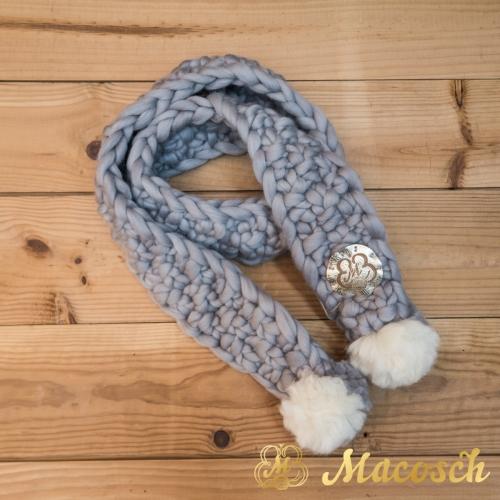Bufanda gris perla con dos pompones, lana merino 100% punto grueso